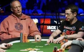 Playing with cash game legend, Lee Markholt. © PokerListings